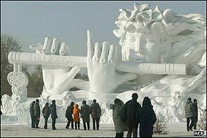 نحت الثلج في الصين _38684491_harbin_afp_300